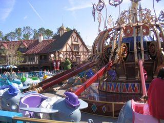 Disney-flying-dumbo-large